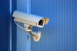 Impianti con telecamere di videosorveglianza per negozi e uffici
