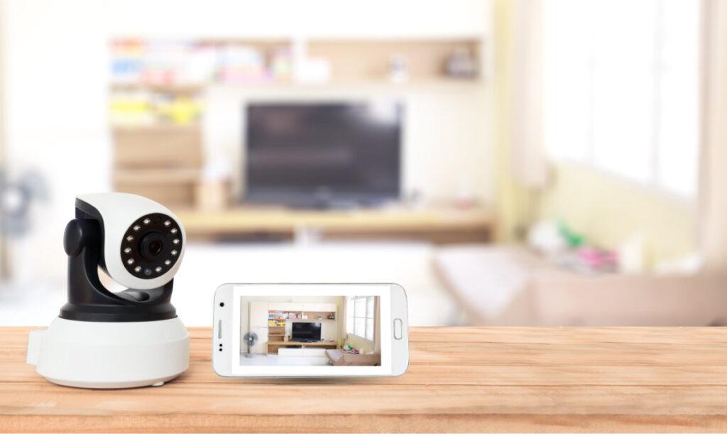 telecamera e applicazione video per smartphone in un living