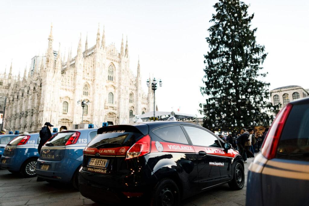 pattuglie piazza del duomo milano Natale