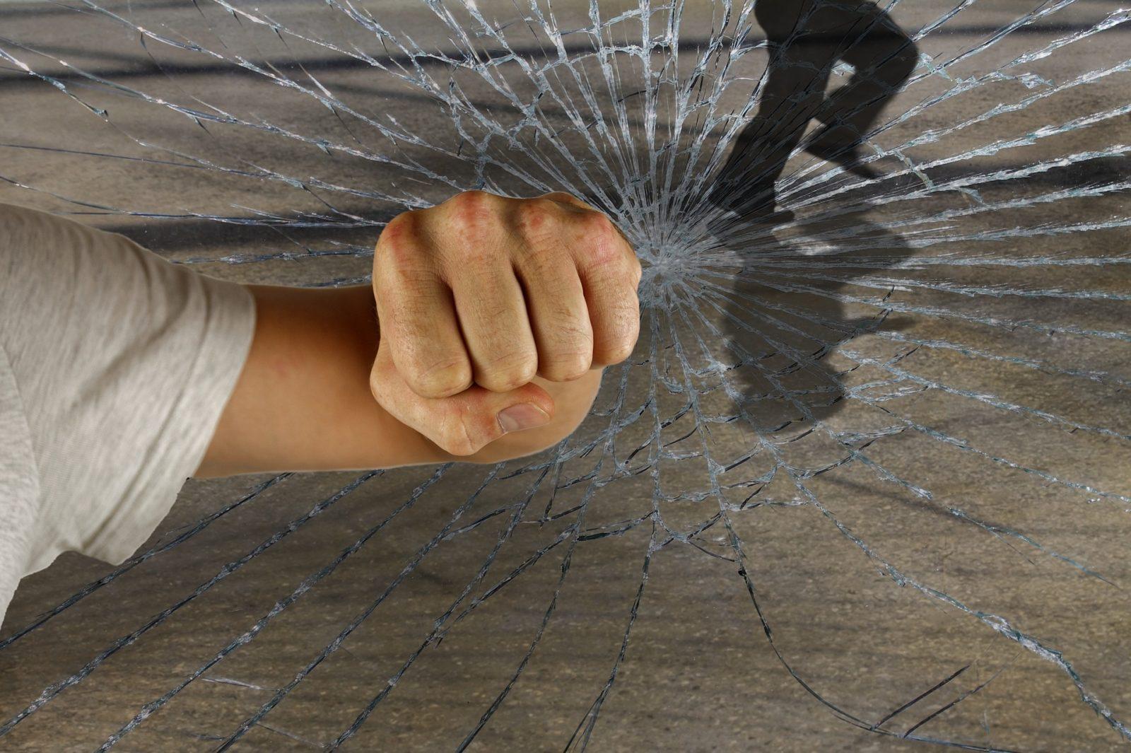 spaccata di vetro rotto