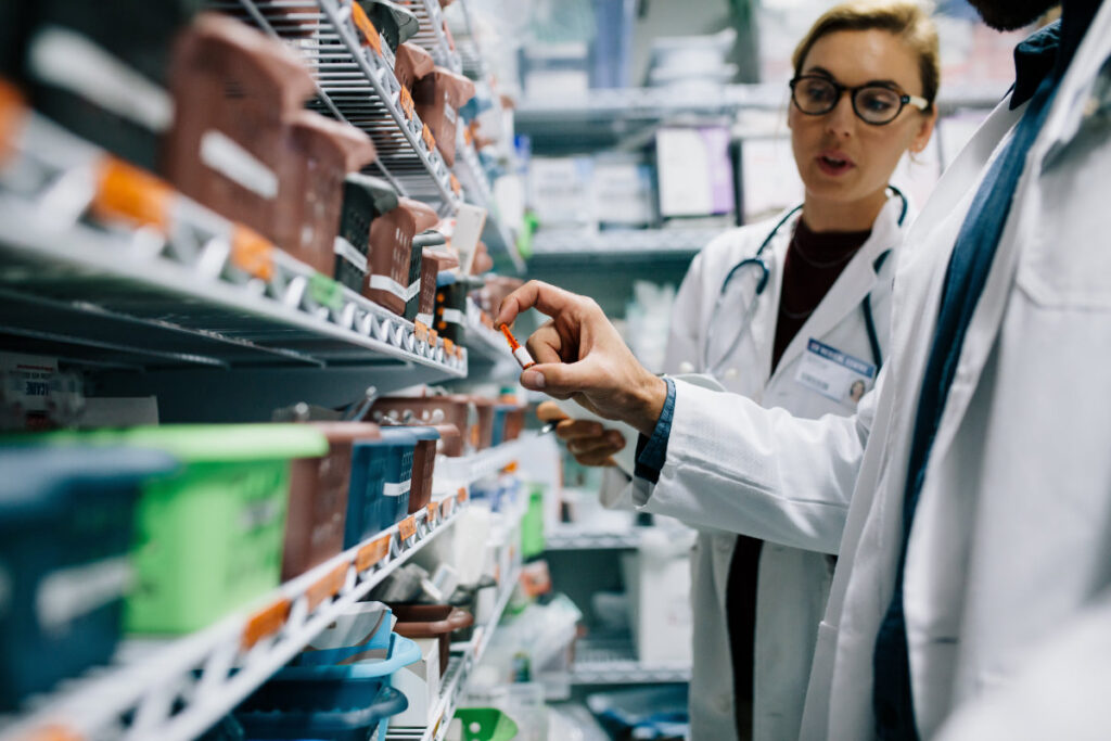 scaffali farmacie